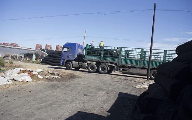 蓝宝石防雪保温被运输